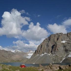 Langt inde i Langbortistans bjerge