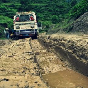 Gennem vand og jordskred – om at komme til Chainpur